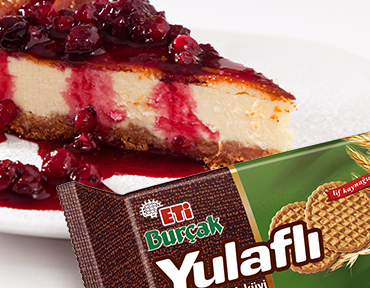 Raspberry Cheesecake with ETİ Burçak Oatmeal Biscuits
